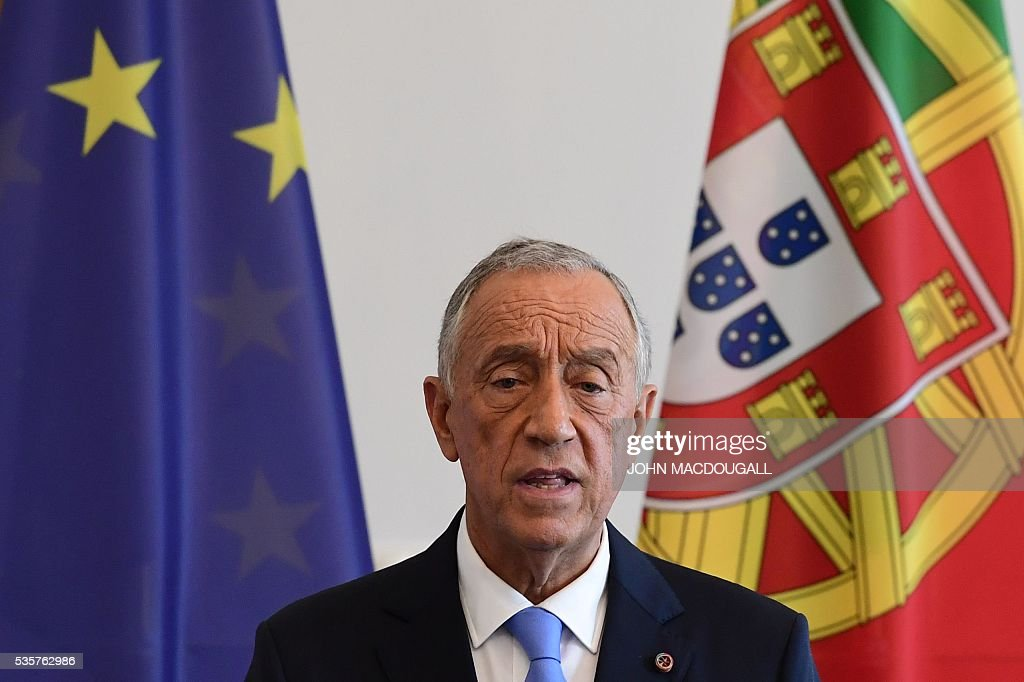 Portuguese President Marcelo Rebelo de Sousa speaks at a press conference at the Bellevue presidential palace in Berlin on May 30, 2016. German president Joachim Gauck and Rebelo de Sousa met for talks in Berlin. / AFP / John MACDOUGALL