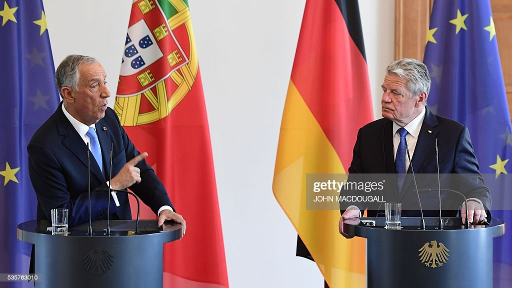 Portuguese President Marcelo Rebelo de Sousa (L) speaks next to German president Joachim Gauck at a press conference as they meet for talks at the Bellevue presidential palace in Berlin on May 30, 2016. / AFP / John MACDOUGALL