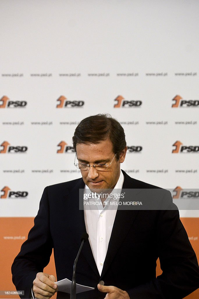 Portuguese Prime Minister Pedro Passos Coelho looks down as he delivers a speech after the results of Portugal local elections at SDP (Social Democrats Party) headquarters in a Lisbon, on September 29, 2013. The opposition Socialists retained power in the capital Lisbon, with an increased share of the vote, and Prime Minister Passos Coelho's centre-right Social Democratic Party lost control of Portugal's second city Porto.