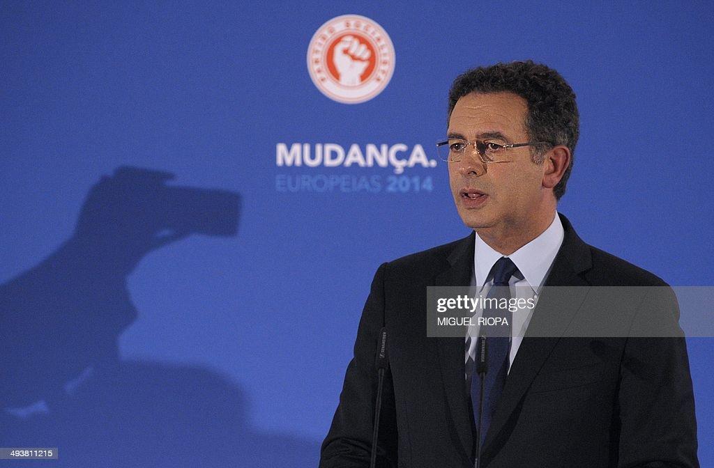 Portuguese Socialist Party's Secretary General Antonio Jose Seguro delivers a speech after the announcement of the European Parliament elections'...