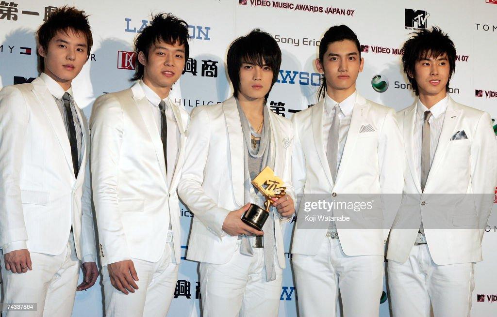 TVXQ pose with the award at the MTV Video Music Awards Japan 2007 at the Saitama Super Arena on May 26 2007 in Saitama Japan