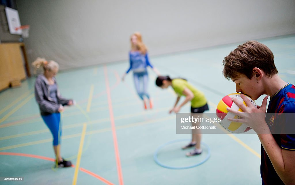 Posed scene Students doing gymnastics and playing ball during physical education at the GeorgChristophLichtenbergGesamtschule IGS Goettingen on...