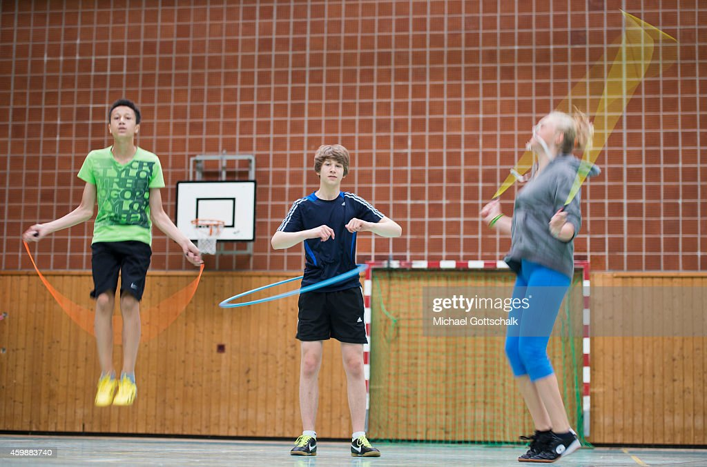 Posed scene Students doing gymnastics during physical education at the GeorgChristophLichtenbergGesamtschule IGS Goettingen on September 19 in...