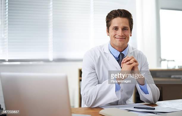 Positive junge medizinische professionellen