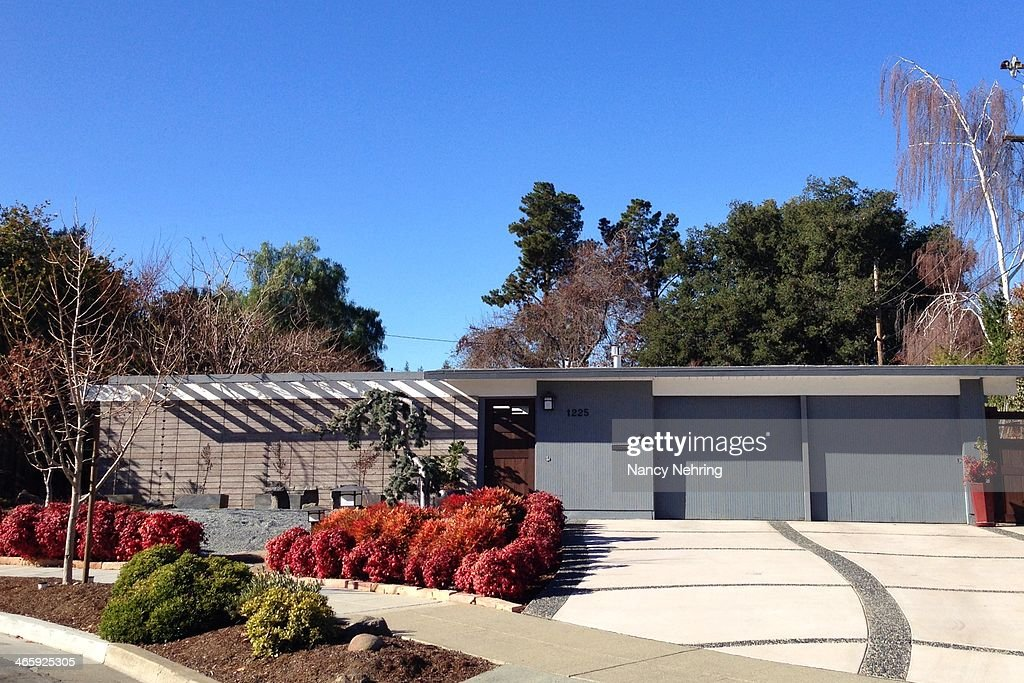 Modern Architecture Usa american suburban houses pictures | getty images