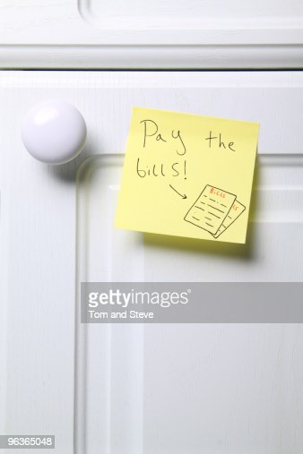 Post-it note - Pay the Bills  : Stock Photo