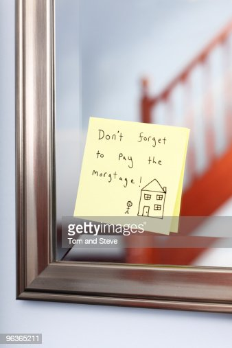 Post-it note with mortgage reminder on mirror : Stock Photo