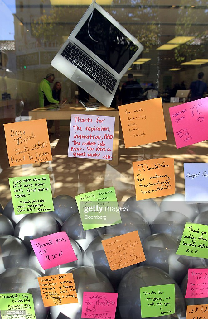Post-it notes are left at a memorial for Steve Jobs, co-founder and former chief executive officer of Apple Inc., outside an Apple store in Palo Alto, California, U.S., on Friday, Oct. 7, 2011. Jobs, who built the world's most valuable technology company by creating devices that changed how people use electronics and revolutionized the computer, music and mobile-phone industries, died on Oct. 5. He was 56. Photographer: Tony Avelar/Bloomberg via Getty Images
