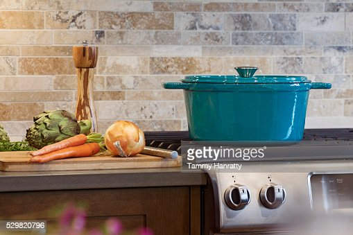 Pot on stove in domestic kitchen : Stock-Foto