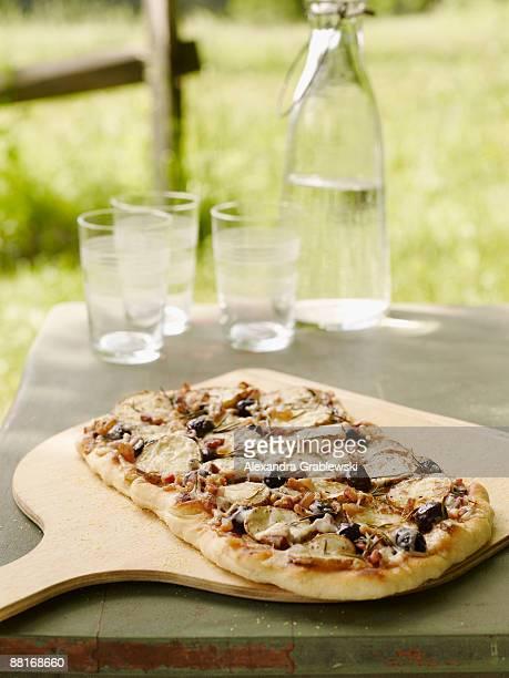 Potato and black olive pizza