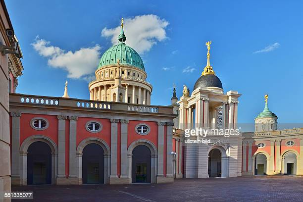 Potsdam Blick vom Hof des Stadtschlosses mit Fortunaportal zur Nikolaikirche und zum Turm des Alten Rathauses
