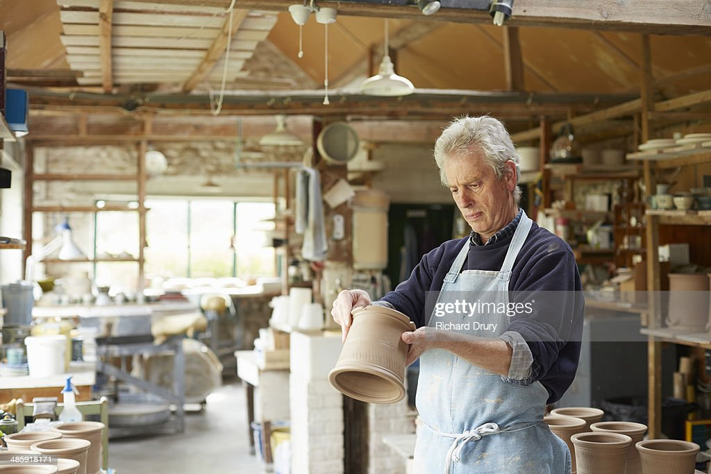 Potter checking footring of cutlery drainer : Stock Photo