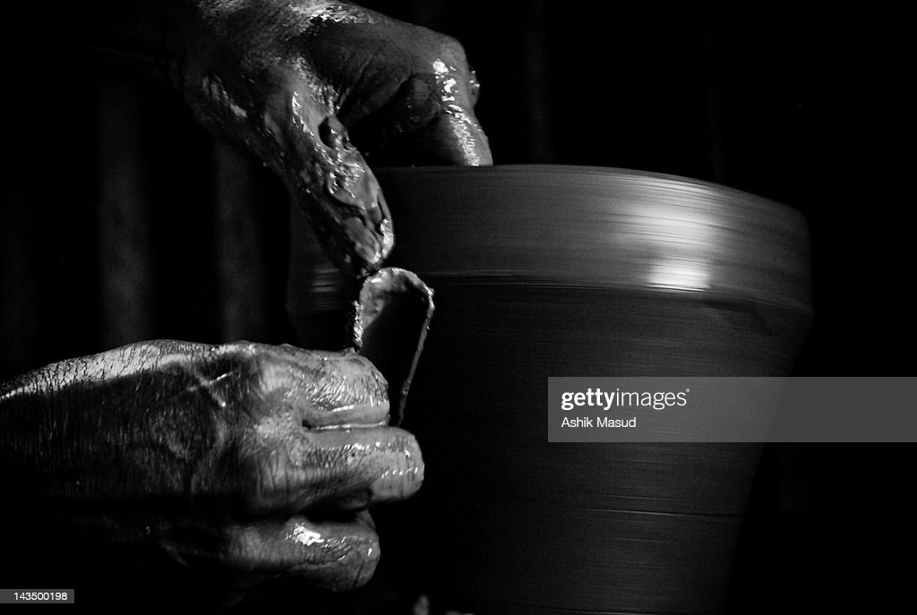 Potter making pot : Stock Photo