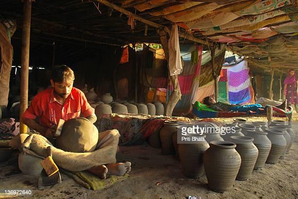 Potter sells pot in market