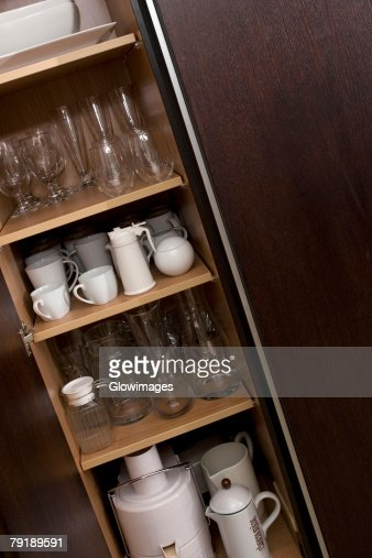 Potteries in a kitchen cabinet : Foto de stock