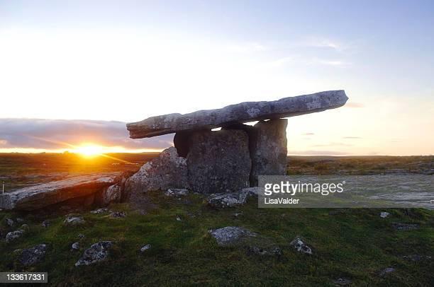 Poulnabrone-Dolmen, The Burren, County Clare, Irland