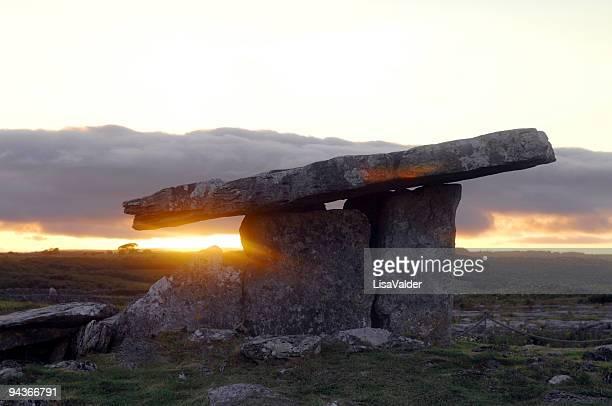 Dolmen de Poulnabrone, Burren, County Clare, Irlande
