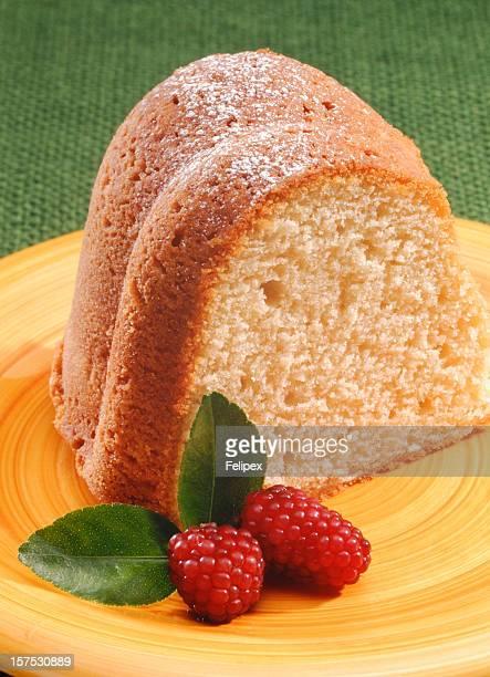 Pound Cake servi avec des framboises