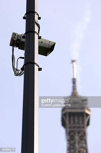pour illustrer le papier ' La Cnil propose d'exercer un contrôle global sur la vidéosurveillance' Photo prise le 13 octobre 2005 d'une caméra de...