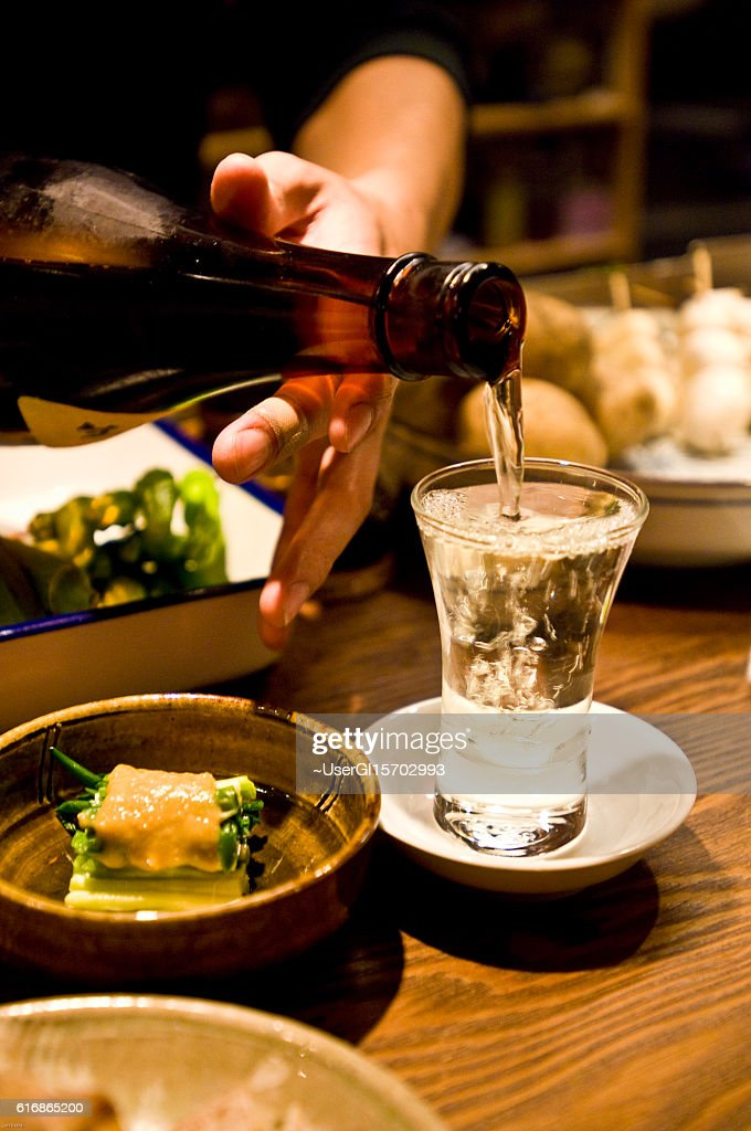 Pour the liquor : Stock Photo