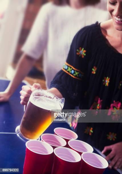 Verser la boisson lors d'une fête