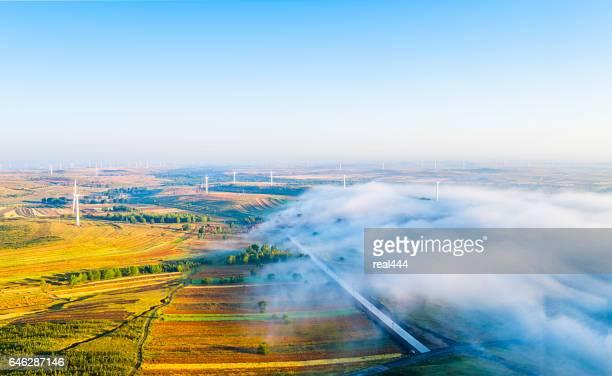 電源発生の風車、送電鉄塔