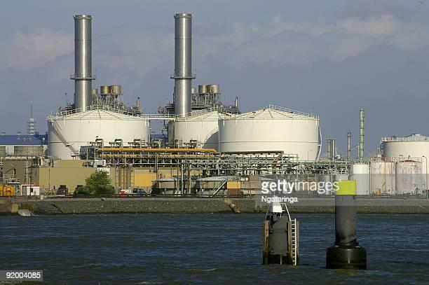 Kraftwerk in port