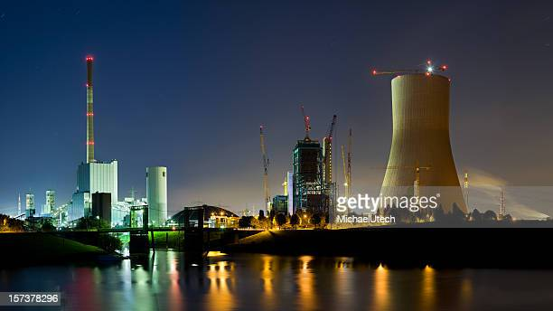 Power Station bei Nacht