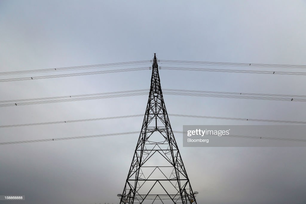Power transmission lines hang from an electricity pylon connected to the Sizewell nuclear power station, operated by Electricite de France SA (EDF), in Sizewell, U.K., on Wednesday, Jan. 2, 2013. EDF operates eight U.K. atomic power stations and has proposed to add Areva reactors at its Hinkley Point and Sizewell sites. Photographer: Chris Ratcliffe/Bloomberg via Getty Images