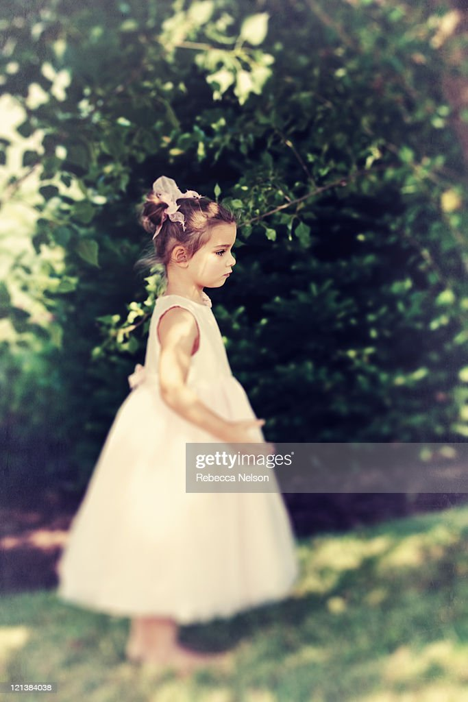 Ppretty little girl in pink party dress : Stock Photo