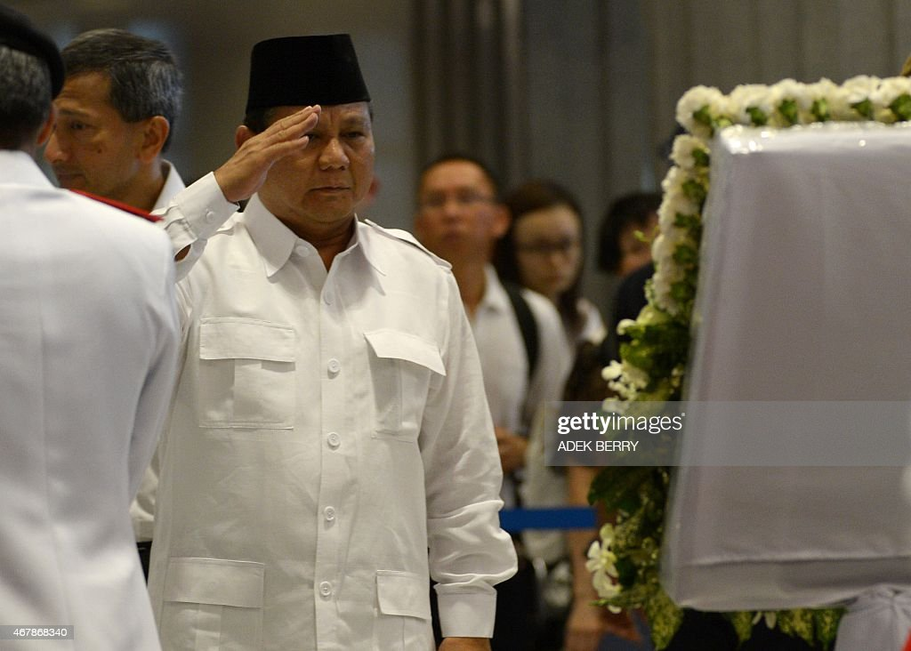 <a gi-track='captionPersonalityLinkClicked' href=/galleries/search?phrase=Prabowo+Subianto&family=editorial&specificpeople=3051840 ng-click='$event.stopPropagation()'>Prabowo Subianto</a> of Indonesia's Gerindra party salutes while paying his respects to Singapore's late former pime minister Lee Kuan Yew where he lies in state at Parliament House in Singapore on March 28, 2015. Singapore's first prime minister Lee Kuan Yew, one of the towering figures of post-colonial Asian politics, died at the age of 91 on March 23.