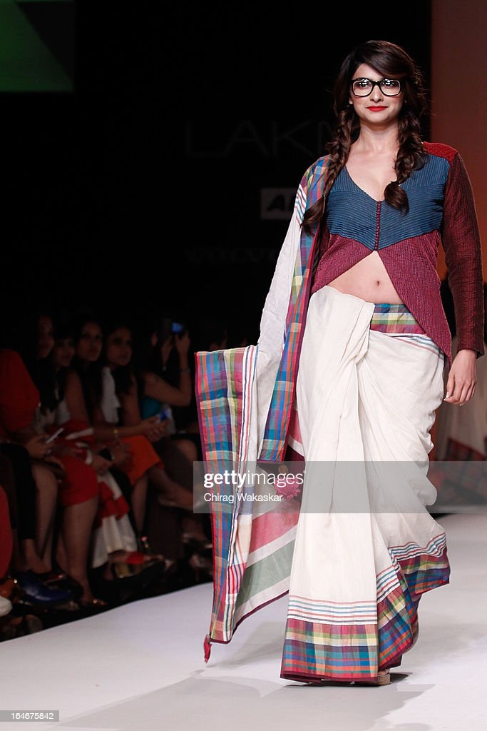 <a gi-track='captionPersonalityLinkClicked' href=/galleries/search?phrase=Prachi+Desai&family=editorial&specificpeople=5428962 ng-click='$event.stopPropagation()'>Prachi Desai</a> showcases designs by Shruti Sancheti on the runway during day four of Lakme Fashion Week Summer/Resort 2013 on March 25, 2013 at Grand Hyatt in Mumbai, India.