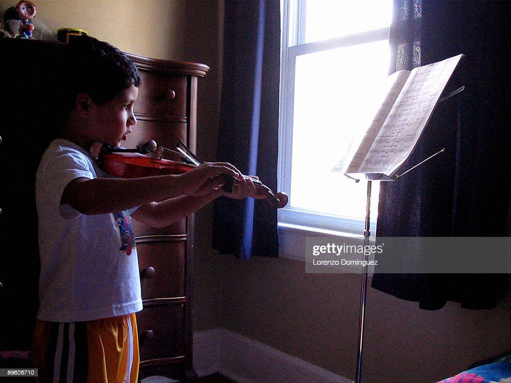 Practicing violin : Stock Photo