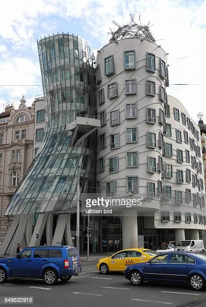 Prag Das Tanzende Haus am Moldauufer von den Architekten Vladimir Milunic und Frank O Gehry 1996 realisiert