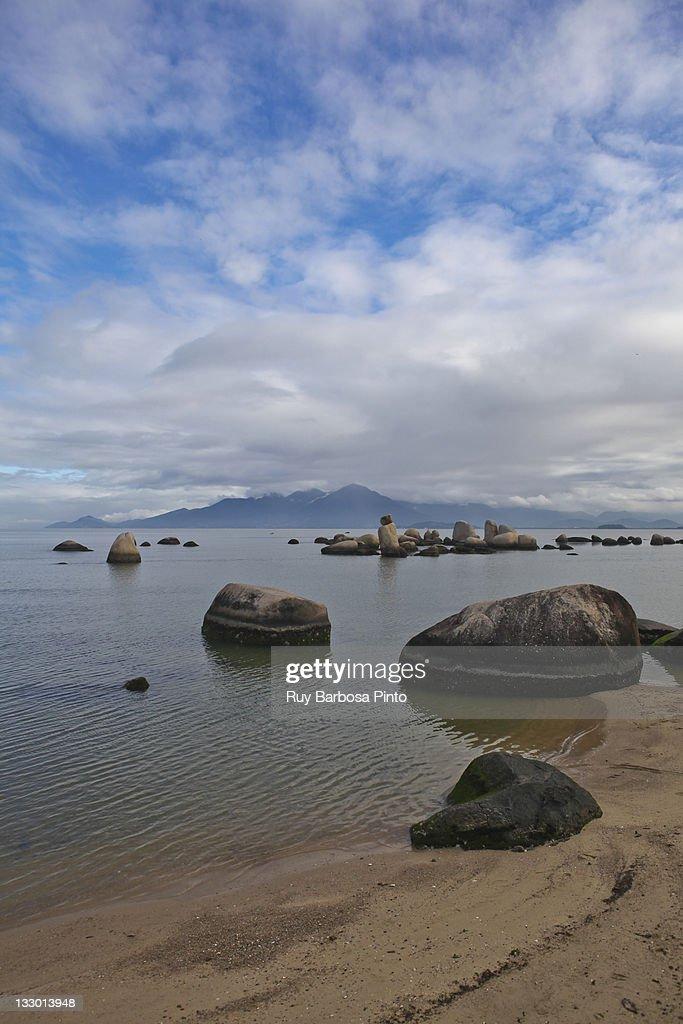 Praia de Itaguaçu - Itaguaçu Beach : Stock Photo