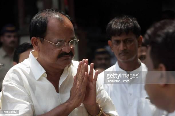 Pramod Mahajan shot by brother Pravin Mahajan Venkaiah Naidu entering Hinduja Hospital after Pramod Mahajan was admitted to Hinduja Hospital