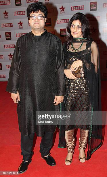 Prasoon Joshi with wife Aparna at the Star Screen Awards 2011 at Bandra Kurla Complex in Mumbai