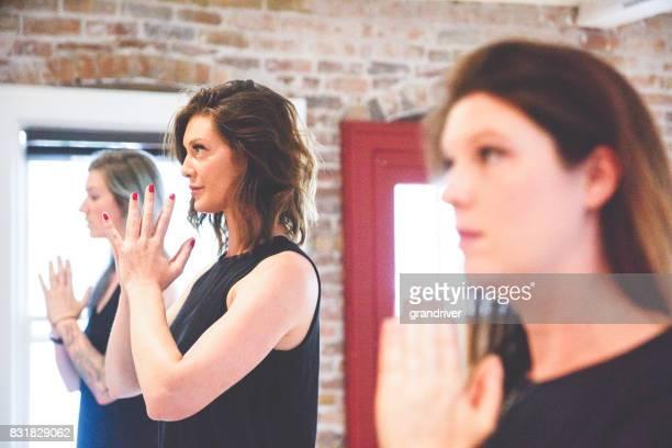 Séance de Yoga de mains en prière