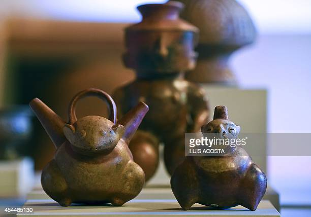 PreColumbian pottery pieces are exhibited during a press conference at the San Carlos Palace in Bogota on September 1 2014 The Ministry of Foreign...