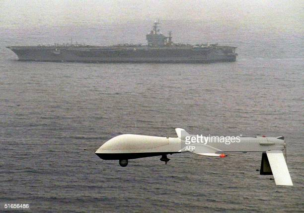 Predator UAV flies above the USSS Carl Vinson on a simulated US Navy reconnaissance flight 05 December 1995 some 100 miles off the San Diego...