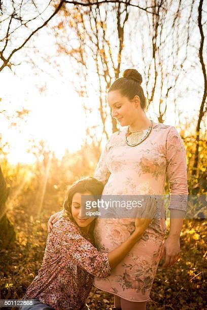 Schwangere Frauen Homosexuell Paar im Freien