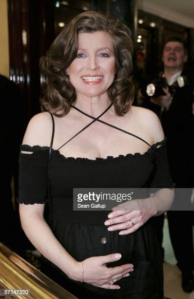 A pregnant Susan Stahnke arrives for the Felix Burda Award 2006 on March 21 2006 at the RitzCarlton in Berlin Germany
