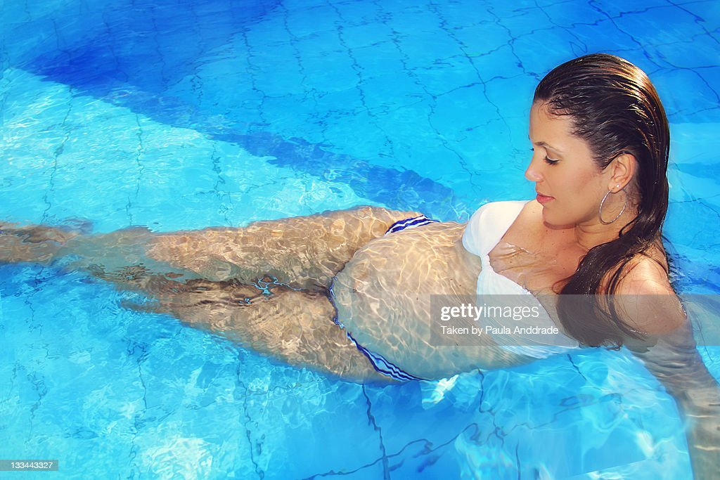 Can pregnant people get in a swimming pool -