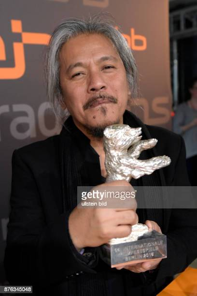 Preisträger Lav Diaz mit dem Silbernen Bären Alfred BauerPreis für den Film A LULLAY TO THE SORROWFUL MYSTERY beim RadioEins BerlinaleNighttalk zum...