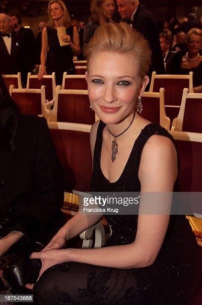 Preisträgerin Cate Blanchett Nach Der Verleihung Der 'Goldenen Kamera'