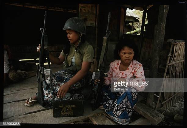 girl khmer take photograph on undress