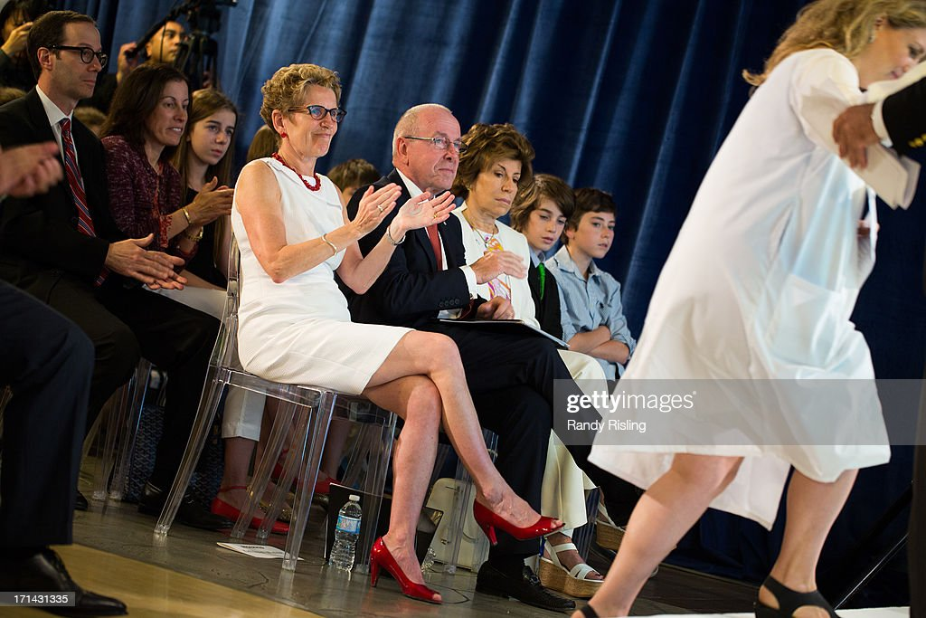 Premier Kathleen Wynne sitting beside Larry and Judy Tanenbaum to announce a gift from the Tanenbaum family of $35 million in support of research at Mount Sinai Hospital. The biomedical research facility will now be called the Lunenfeld-Tanenbaum Research Institute.