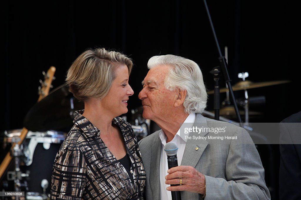 prime minister bob hawke Former australian prime minister bob hawke has made it an annual tradition to neck a beer at the sydney test and midday on day two had barely rolled around before he pulled out the party.