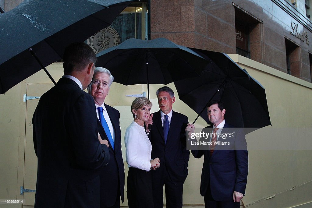 NSW Premier <a gi-track='captionPersonalityLinkClicked' href=/galleries/search?phrase=Mike+Baird+-+Homme+politique&family=editorial&specificpeople=13802159 ng-click='$event.stopPropagation()'>Mike Baird</a>, UK Secretary of State for Defence, <a gi-track='captionPersonalityLinkClicked' href=/galleries/search?phrase=Michael+Fallon+-+Homme+politique&family=editorial&specificpeople=13243418 ng-click='$event.stopPropagation()'>Michael Fallon</a>, Australian Minister for Foreign Affairs, <a gi-track='captionPersonalityLinkClicked' href=/galleries/search?phrase=Julie+Bishop&family=editorial&specificpeople=1198450 ng-click='$event.stopPropagation()'>Julie Bishop</a>, UK Secretary of State for Foreign and Commonwealth Affairs, <a gi-track='captionPersonalityLinkClicked' href=/galleries/search?phrase=Philip+Hammond&family=editorial&specificpeople=2486715 ng-click='$event.stopPropagation()'>Philip Hammond</a> and Australian Minister for Defence, Kevin Andrews gather at the site of the Lindt Cafe Siege at Martin Place on February 2, 2015 in Sydney, Australia. On December 15 2014, gunman Man Haron Monis was shot dead by police after taking hostages at the Lindt Chocolat Cafe in Martin Place. Two other people died, 33-year-old cafe manager Tori Johnson and 38-year-old Sydney barrister Katrina Dawson.