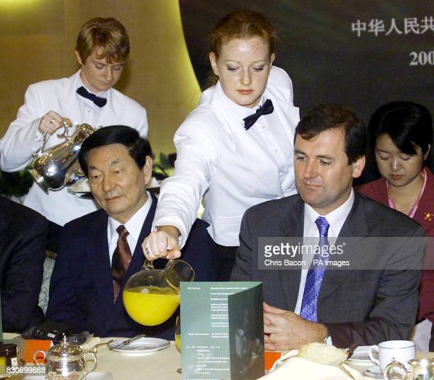 Premier of the People's Republic of China Zhu Rongji with Irish Trade Minister Tom Kitt at a business breakfast in a Dublin hotel on the third day of...